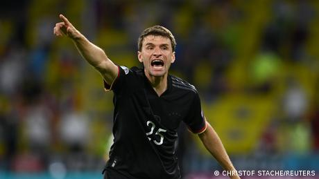 <div>Thomas Müller: Germany's resurgent 'Raumdeuter' urges Harry Kane to be patient</div>