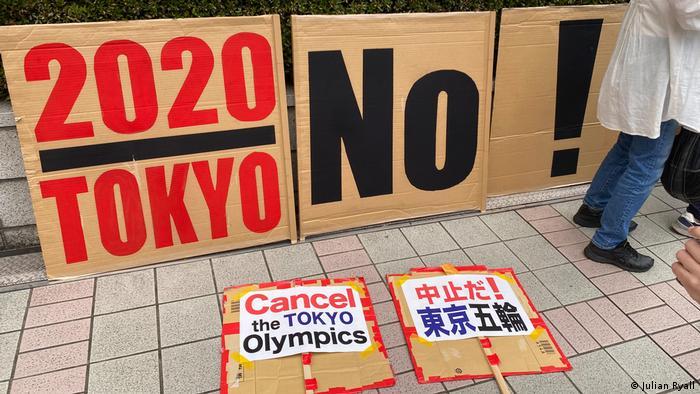 Protesto diante da sede do governo de Tóquio