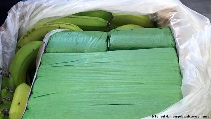 Pachete cu cocaină (700kg) ascunse în lădiţe cu banane, interceptate de vameşii din Hamburg