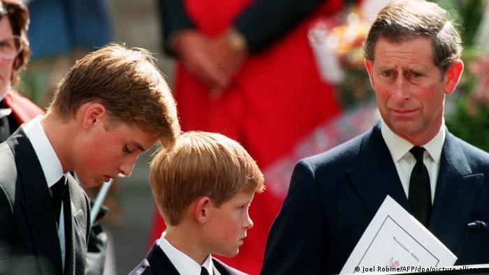 Prinz William, Harry und Charles bei Dianas Beerdigung