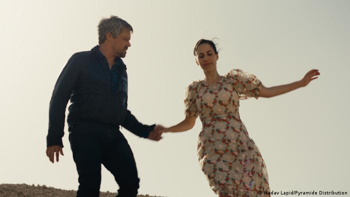 Film still 'Ahed's Knee': A man and a woman holding hands.
