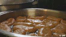 Juni 2021, Kapstadt, Südafrika, Koesister – aus der burischen oder niederländischen Sprache abgeleitet von koek und sissen, was so viel bedeutet wie frittierter Kuchen. Unser Global Snack ist diesmal eine saftig-süße Spezialität aus Kapstadt in Südafrika. Rechte: für diesen Beitrag gegeben.