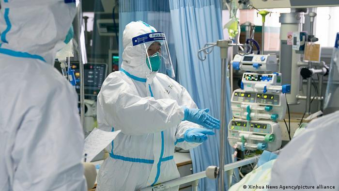 Медработники в одном из ковидных госпиталей Уханя (фото из архива)