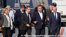 r21.9.2016, Calais, Frankreich, Former French president and candidate for the ight-wing Les Republicains (LR) party primary ahead of the 2017 presidential election Nicolas Sarkozy (2L), flanked by Calais Mayor Natacha Bouchart (L), President of the French Hauts-de-France region Xavier Bertrand and LR party member Francois Baroin (2L) walks during a visit at Calais harbour, France, 21 September 2016. Seven candidates including ex-president Nicolas Sarkozy were confirmed on September 21 to contest the rightwing primary to pick a nominee for France's presidential election next year, officials said. EPA/PHILIPPE HUGUEN / POOL MAXPPP OUT ++ +++ dpa-Bildfunk +++