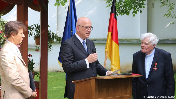 Ambasadorul Cord Meier-Klodt (la mijloc) alături de Eginald Schlattner