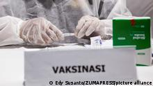 June 24, 2021, Jakarta, Indonesia: A health worker prepares the Sinovac vaccine during the mobile mass covid 19 vaccination service..The mass vaccination program initiated by the Polda Metro Jaya will be held in 100 locations and its implementation will last until June 30, 2021. The increase in Covid-19 cases in Indonesia has again broken through to a new record, which is increasingly raising concerns that the pandemic is getting out of control in Indonesia. (Credit Image: © Edy Susanto/SOPA Images via ZUMA Wire