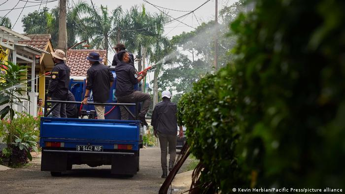 Indonesien | Coronavirus | Desinfektion in South Tangerang