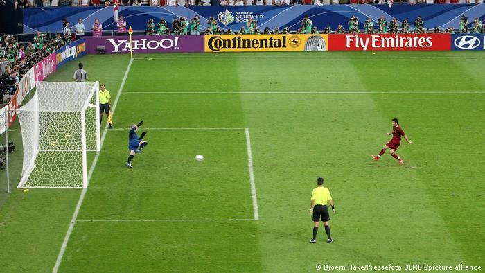 صحنهای از دیدار تیمهای ملی پرتغال و انگلیس در یکچهارم نهایی جام جهانی ۲۰۰۶ که سرنوشت آن در ضربات پنالتی رقم خورد