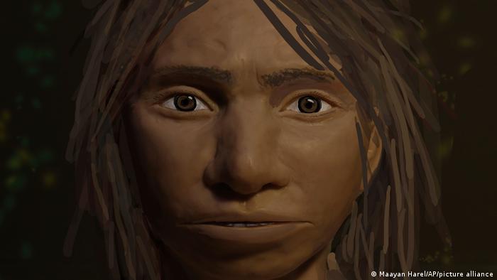 En 2008, el arqueólogo Mikhail Shunkov descubrió los restos de una especie humana desconocida cerca de la frontera ruso-kazaja. Los genetistas descubrieron que su ADN pertenecía a un ancestro humano desconocido hasta entonces. El hombre de Denisova recibió su nombre por la cueva en la que fue encontrado y es de suponer que emigraron desde África.
