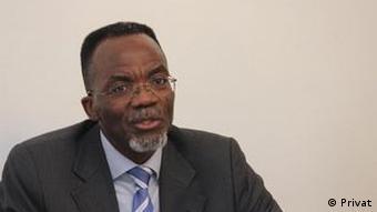 Angola Luís Kandjimbo Schriftsteller und Literaturwissenschaftler
