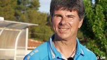 Evangelos Spanos, Trainer des Fußballteams Cosmos FC auf der griechischen Insel Lesbos. Quelle: DW (eigen Dreh).