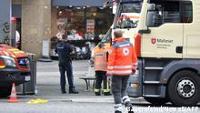25.6.2021, Deutschland, Würzburg, Emergency personnel is seen in the city center in Wuerzburg, southern Germany on June 25, 2021. - Several people were killed and others injured on Friday, June 25, 2021 in the southern German city of Wuerzburg, police said, with media reporting a knife attack. (Photo by BAUERNFEIND / NEWS5 / AFP)
