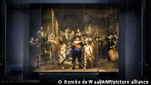 22.6.2021, Amsterdam, Niederlande, - Die rekonstruierten Tafeln wurden auf der Nachtwache im Rijksmuseum montiert. Operation Night Watch ist die bisher größte Untersuchung der von Rembrandt gemalten Nachtwache. Fortschrittliche Technologie bestimmt, wie das Meisterwerk für zukünftige Generationen am besten erhalten werden kann. REMKO DE WAAL W