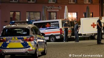 Полиция и скорая помощь в центре Вюрцбурга после ножевой атаки