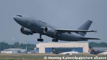 Ein Airbus A310 MedEvac der Bundeswehr startet auf dem Flughafen Köln Bonn auf dem Weg in das westafrikanische Mali. 13 Blauhelmsoldaten wurden bei dem Anschlag in Mali am Vortag teils schwer verletzt, darunter zwölf Deutsche. Die Verletzten sollen noch am 26.06.2021 nach Hause gebracht werden. +++ dpa-Bildfunk +++