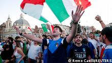 Soccer Football - Euro 2020 - Fans gather for Italy v Austria - Rome, Italy - June 26, 2021 Italy fans gather in Piazza del Popolo before the match REUTERS/Remo Casilli