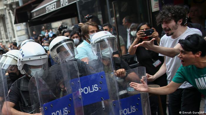 Türkei I Ausschreitungen bei Gay Pride in Istanbul