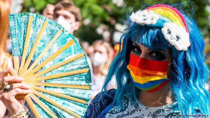 Juče je Berlinu bila parada ponosa, zapravo tri parade - kako bi LGBTQI ljudi mogli da izraze svoju raznolikost i kako bi na više mesta u gradu bilo provoda.