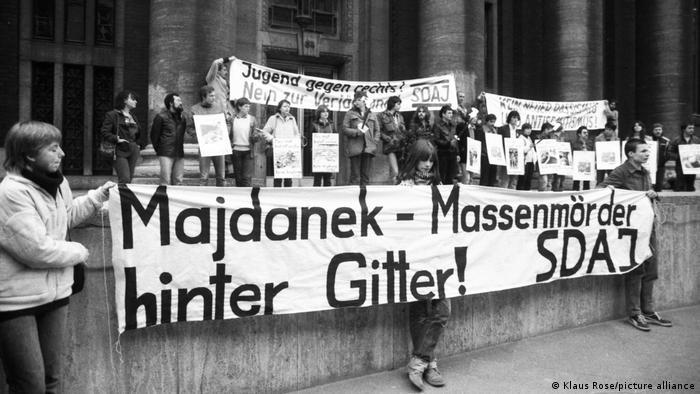 Протести пред съда в Дюселдорф срещу присъдите от процеса за концлагера Майданек