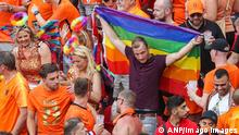 BUDAPEST - Supporters of the Netherlands with a rainbow flag during the UEFA EURO, EM, Europameisterschaft,Fussball 2020 match between the Netherlands and the Czech Republic at the Puskas Arena on June 27, 2021 in Budapest, Hungary. ANP PIETER STAM DE YOUNG EURO 2020 round of 16 2020/2021 xVIxANPxSportx/xxANPxIVx *** BUDAPEST Supporters of the Netherlands with a rainbow flag during the UEFA EURO 2020 match between the Netherlands and the Czech Republic at the Puskas Arena on June 27, 2021 in Budapest, Hungary ANP PIETER STAM DE YOUNG EURO 2020 round of 16 2020 2021 xVIxANPxSportx xxANPxIVx 433104563