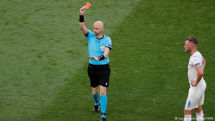 Euro 2020    NEDERLAND - TSJECHISCHE REPUBLIEK    Matthijs de Ligt rode kaart