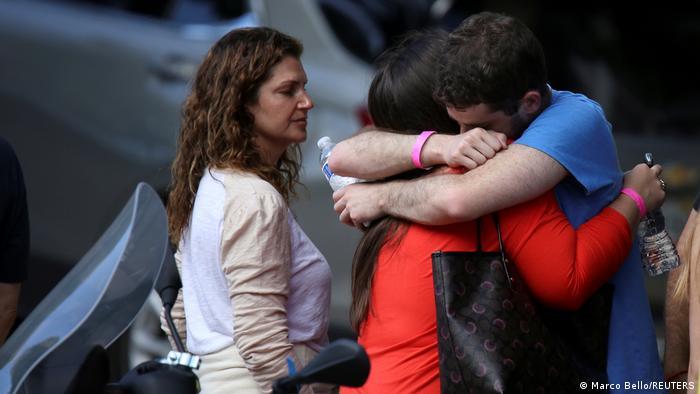 Cuatro cuerpos más fueron hallados entre los escombros del edificio que se desplomó la semana pasada en Florida, llevando el saldo de muertos a 16, mientras la esperanza de encontrar sobrevivientes entre los aún 147 desaparecidos disminuía en este séptimo día de búsqueda (30.06.2021).