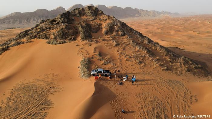 Vereinigte Arabische Emirate   Eisbäder in der Wüste