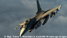 22.12.2020 Iraq: A U.S. Air Force F-16 Fighting Falcon fighter aircraft breaks away after aerial refueling from a KC-135 Stratotanker during a patrol as part of Operation Inherent Resolve December 22, 2020 over Iraq. Iraq Airspace Iraq - ZUMAp138 20201222_zaa_p138_023 Copyright: xSsgt.xTrevorxT.xMcbride/U.SxAirx