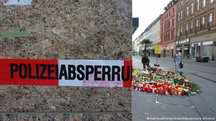Würzburg: Scene of the stabbing cordoned off with sea of candles and flowers