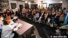 """(c) DW Korrespondent Ales Petrowitsch. Schließung der Kulturinitiativen """"Theater Kryly halopa"""" und """"Gruntounja"""" aus Brest, Schauspieler Oxana Gaiko und Viktor Klimas, Juni 2021"""