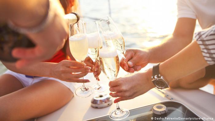 Бокалы, наполненные шампанским - это бренд, защищаемый в ЕС