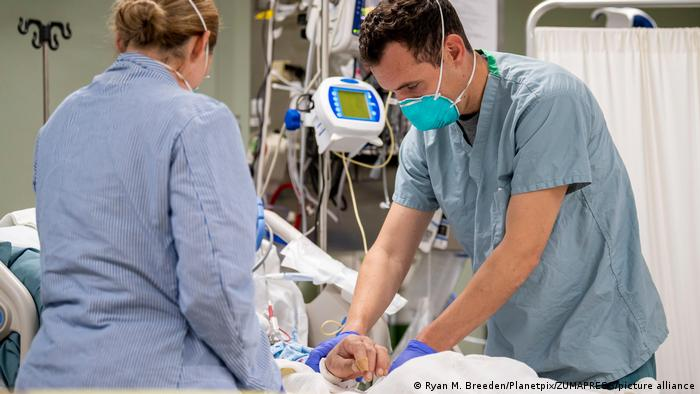 USA Los Angeles   Coronavirus   Hospitalschiff USNS Mercy
