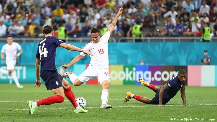 لحظاتی بیش به پایان بازی نمانده بود که ماریو گاورانوویچ (شماره ۱۹) با شوتی دقیق گل تساوی را به ثمر رساند و بازی را به وقت اضافه کشاند.