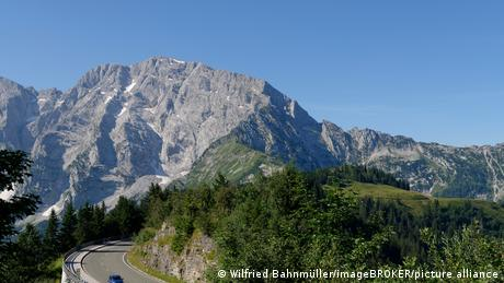 Photo of German Alpine Road in Bavaria shows two lanes of asphalt, mountains