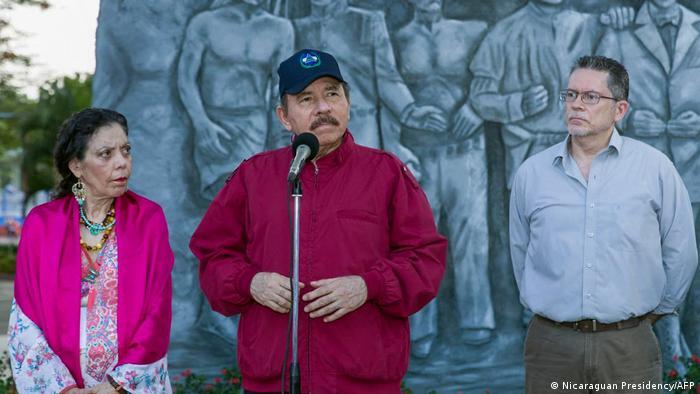 Nicaraguas Staatschef Daniel Ortega (Mitte) mit seiner Frau Rosario Murillo bei einer Kundgebung