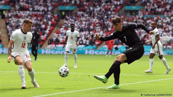 بازی پرتحرک آلمان و انگیس در طول نیمه دوم ادامه داشت، اما تلاشهای دو تیم برای باز کردن دروازه حریف بیثمر ماند.