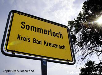 Das Ortsschild der Gemeinde Sommerloch in Rheinland-Pfalz (Foto: dpa)