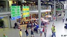Blick in die neue Passagier-Abfertigungshalle mit Restaurant und Besucherterasse des Flughafens Frankfurt-Hahn im Hunsrueck am Donnerstag, 20. Juni 2002. Das Terminal wurde um 4.200 Quadratmeter erweitert und wird heute offiziell in Betrieb genommen. (AP Photo/Hermann J. Knippertz)