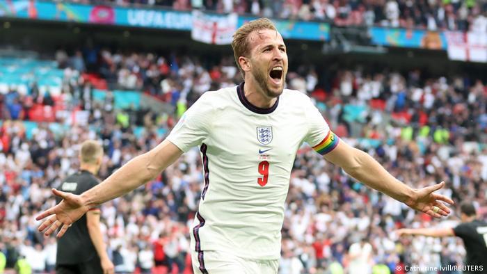 تصویری از شادی هری کین، از به ثمر رساندن گل دوم انگلیس.
