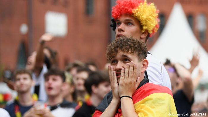ناباوری هواداران تیم ملی فوتبال آلمان از حذف شدن این تیم از بازیها.