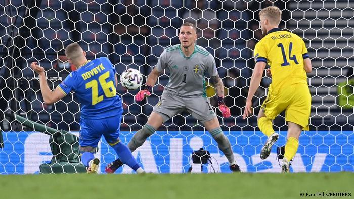 Артем Довбик забил победный гол в матче Украина - Швеция
