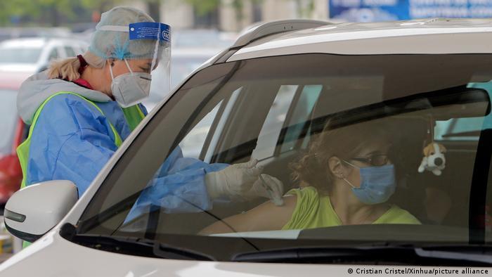 Un centru de vaccinare drive-in la București
