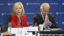 Joe Biden startet Moon Shot Mission gegen Krebs Jan. 15, 2016 - Philadelphia, PA, USA - Vice president Joe Biden launches his Moon Shot mission to cure cancer with a tour of the University of Pennsylvania s Abramson Cancer Center and a roundtable conversation with researchers there on Friday, Jan. 15, 2016. At the roundtable discussion, Biden, right, takes a moment to reflect as he listens to Penn President Amy Gutmann and leading cancer researchers. Philadelphia USA - ZUMAm67_