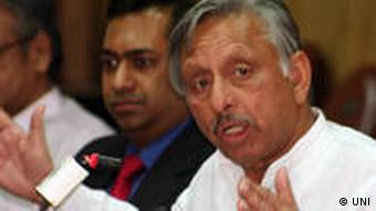 Former Union Minister Mani Shankar Aiyar addressing the media after leading a 35-member MCC Business Delegation to Bangladesh, on Thursday in Kolkata. Der indische Politiker und frühere Minister Mani Shankar Aiyar bei einer Pressekonferenz in Kolkata.