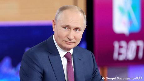 Russland Moskau   Fernsehauftritt Vladimir Putin Direct Line with Vladimir Putin