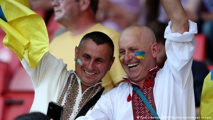 Украинские болельщики на стадионе