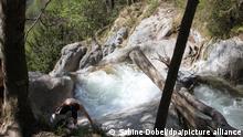 Die Gumpe am Königsbach-Wasserfall bei Schönau am Königssee. (zu dpa: Selfie-Touristen - Debatte um Betretungsverbot im Nationalpark)