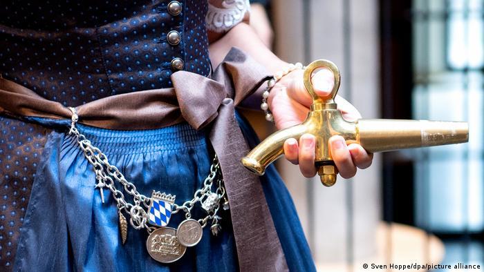 Баварская пивная королева Сара Йегер