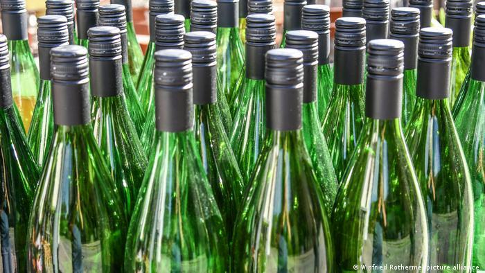 Symbolbild I Weinflaschen