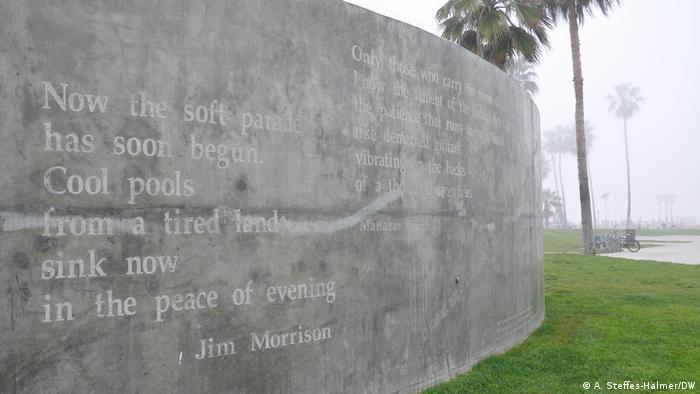 Gedenktafel zu Ehren von Jim Morrison